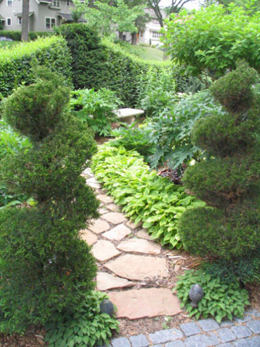 Different pruning styles and species can be mixed to create a variety of hedges